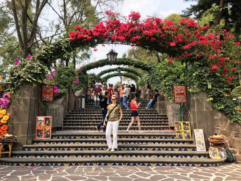 Basilica_de_Guadalupe_Mexico_City