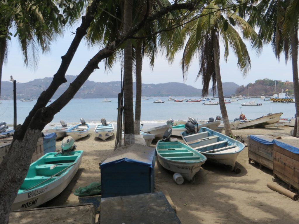 zihuatanejo_fisherman_ship