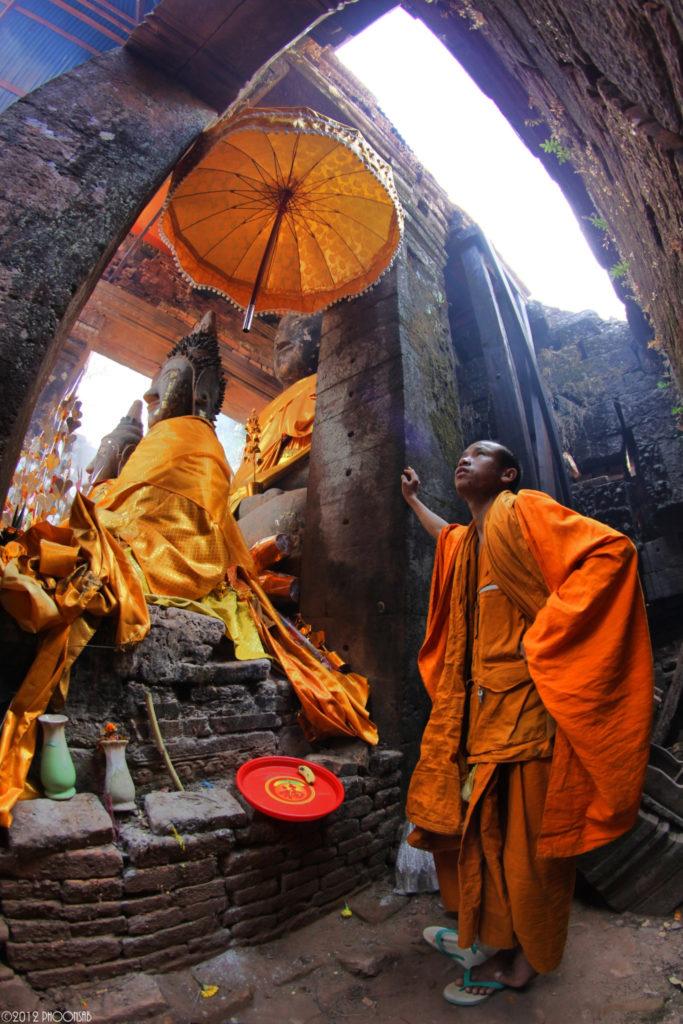 Laos monks looking beyon