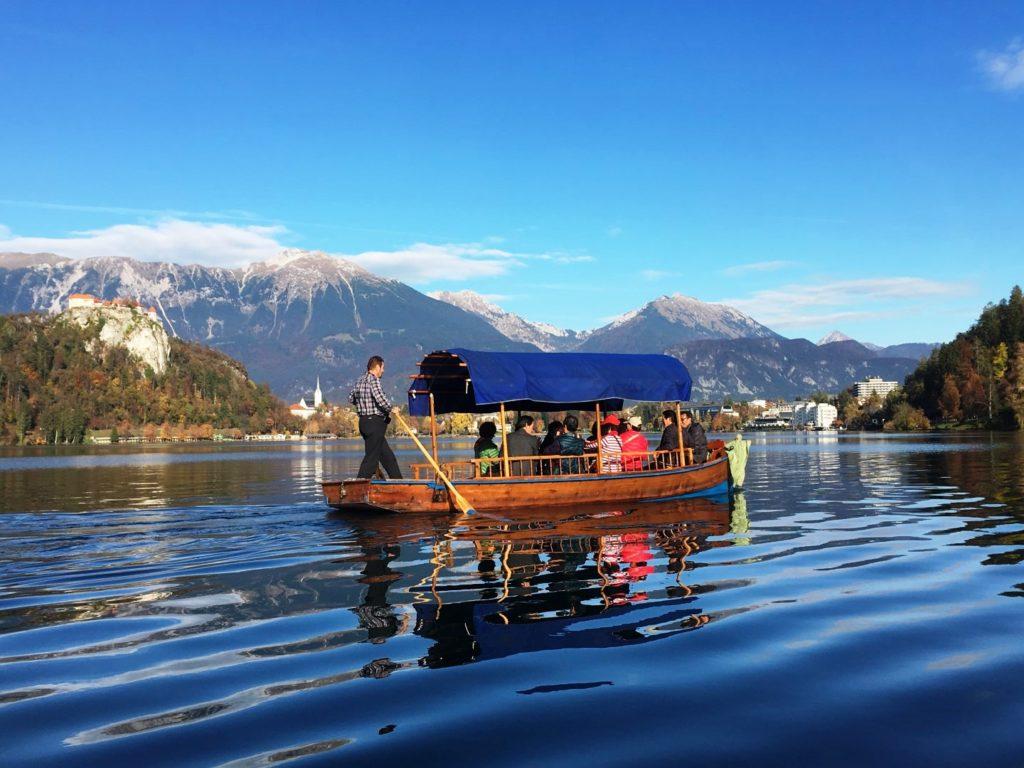 pletna_boat_at_lake_bled