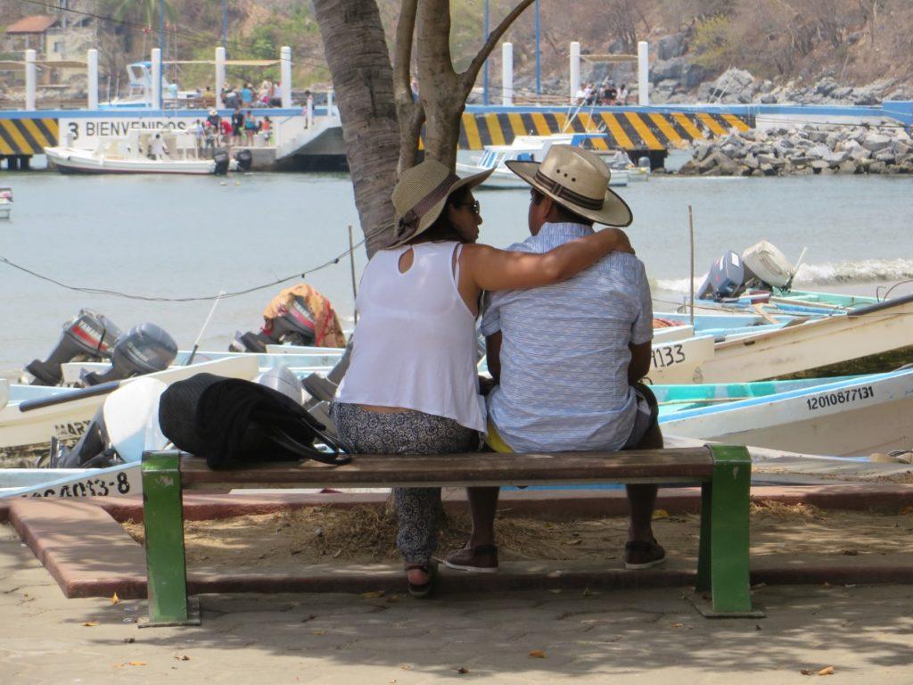 love_couple_zihuatanejo