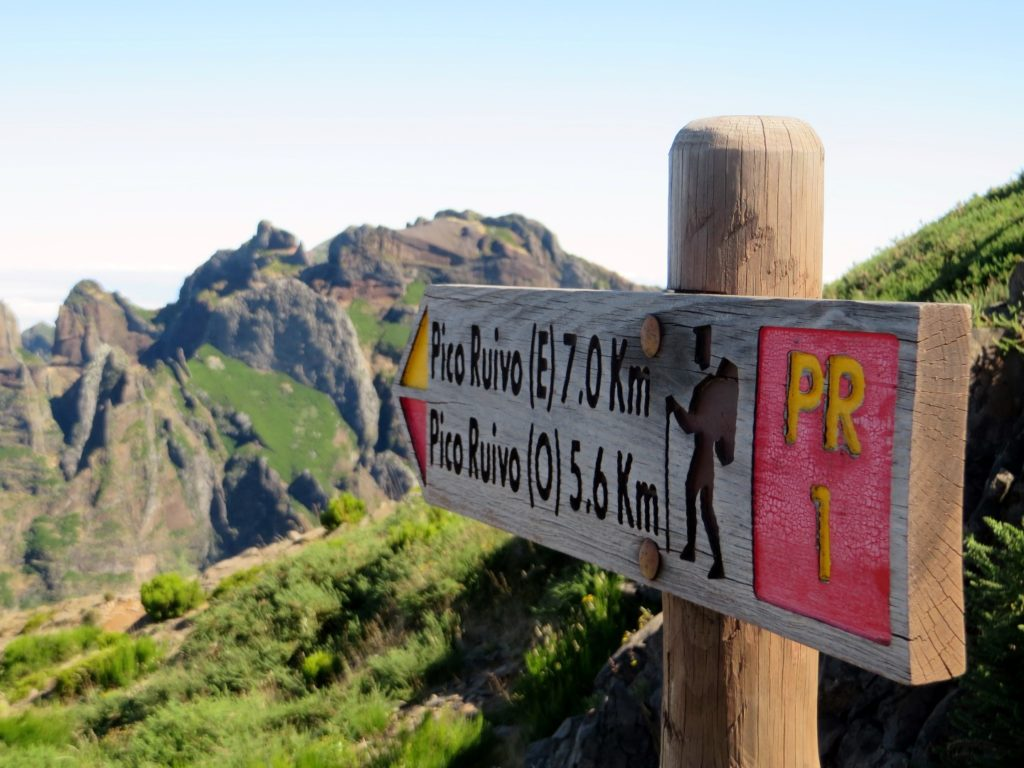 Pico do Ariero trekking sign